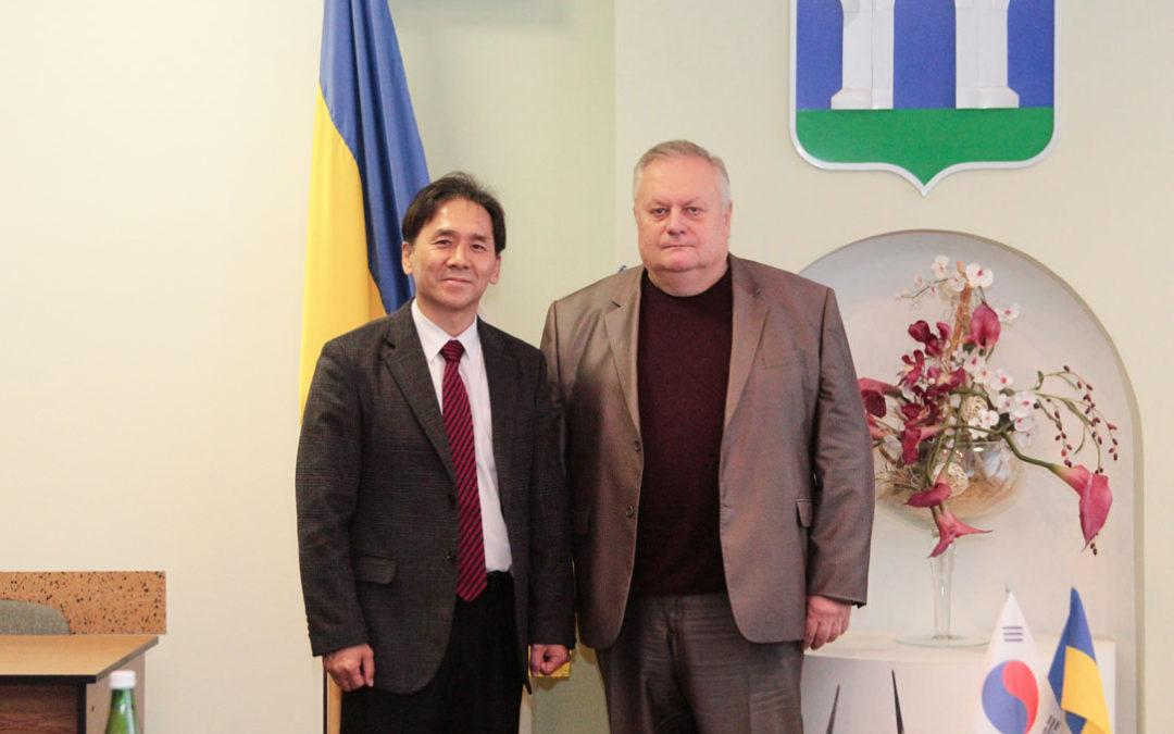Зустріч prof. Park Sung Soo із мером м. Рівне